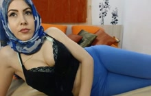 Great looking Arab babe